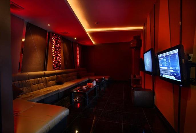 Gino Feruci Kebon Jati Bandung Pub