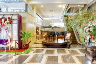 Amos Cozy Hotel Lobby