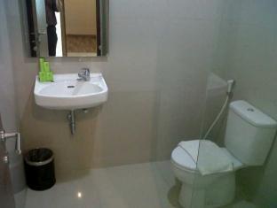 Putra Mulia Hotel Bathroom