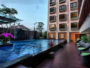 Sun Royal Hotel Kuta Swimming Pool