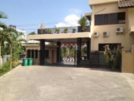 Hotel Wisma Aji Entrance