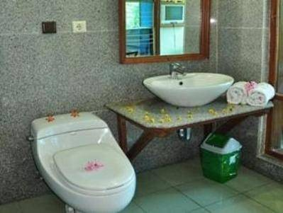 Raffles Villa Bathroom