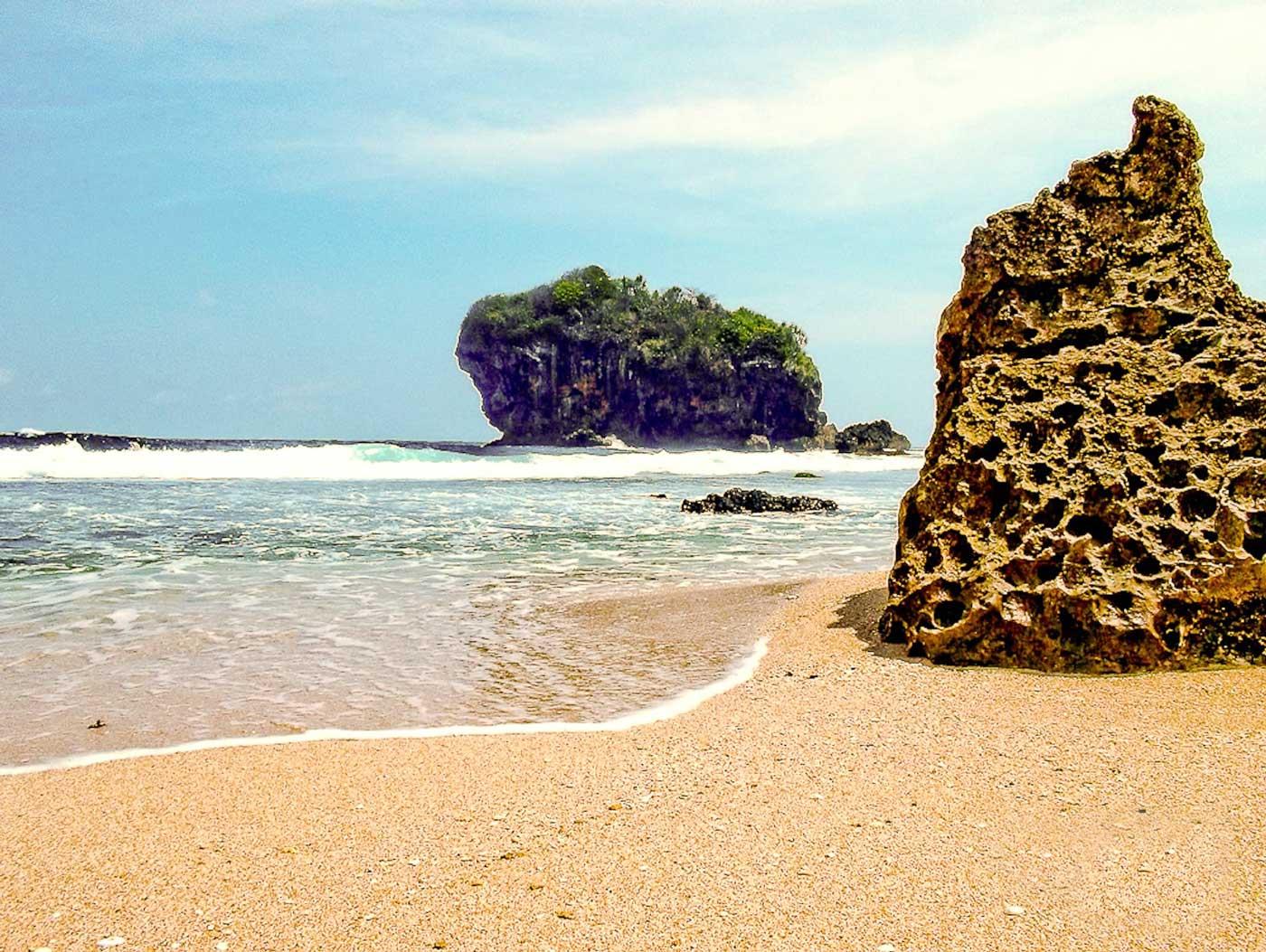 wisata jogja, Pantai, Pantai Jungwok, Perawan, Yogyakarta, Gunungkidul, Desa Jepitu, Kecamatan Girisubo, Backpacker ke Jogja, wisata alam, Pantai,