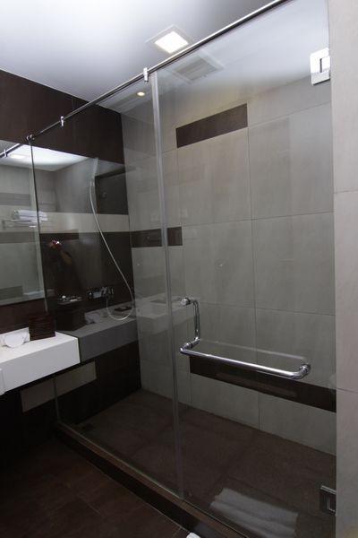 Hotel 61 Medan Bathroom