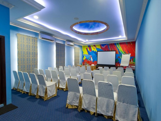 Amos Cozy Hotel Meeting Room