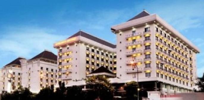 Mega Anggrek Hotel Exterior