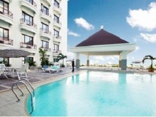 Mega Anggrek Hotel Swimming Pool