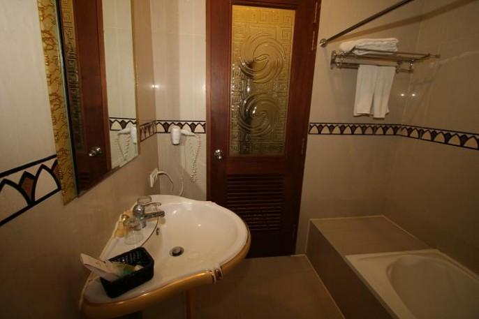 The Grand Palace Hotel Malang Bathroom