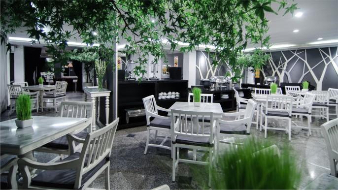 J Boutique Hotel Bali Restaurant