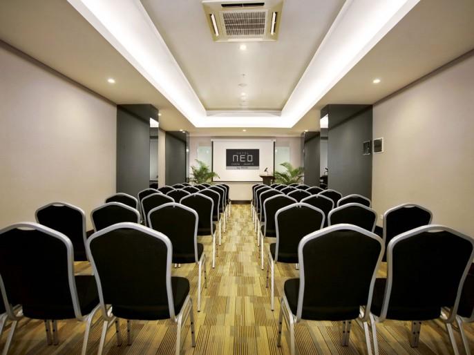 Neo Hotel Tanah Abang - Cideng, Jakarta Meeting Room