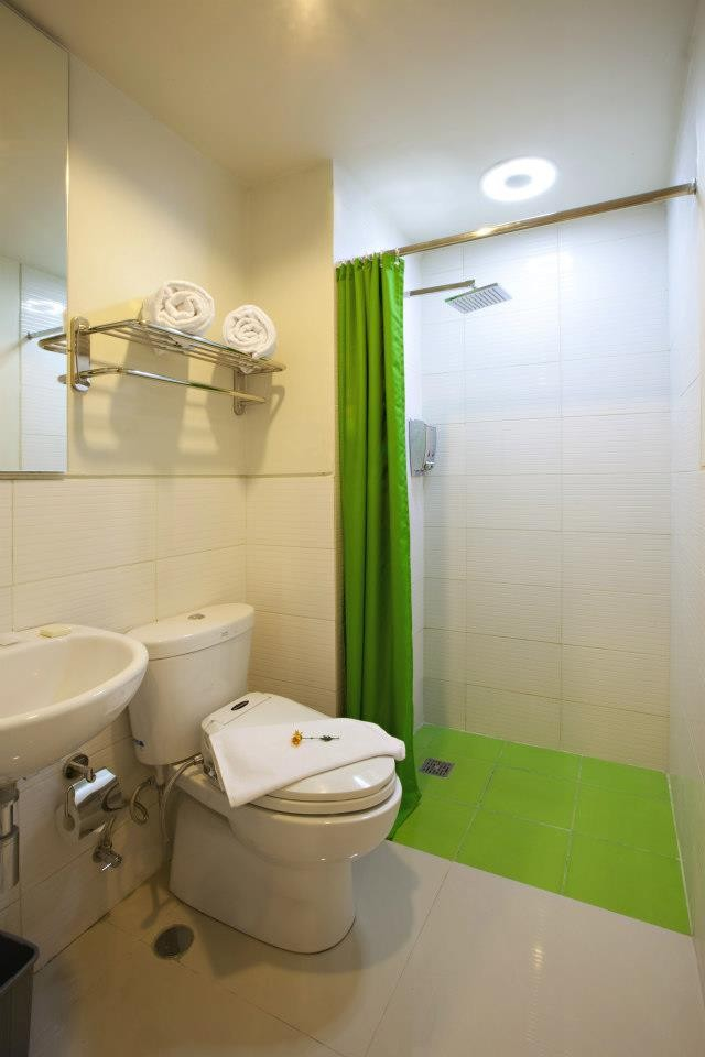 Cozy Stay Hotel Bali Bathroom