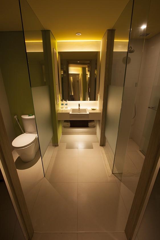 Bintang Kuta Hotel Bathroom