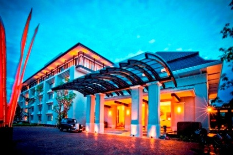 HARRIS Hotel & Conventions Malang Entrance