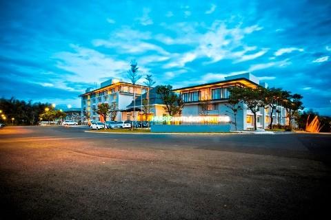 HARRIS Hotel & Conventions Malang Exterior