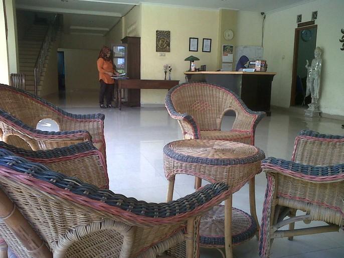 Hotel King Yogyakarta Entrance
