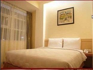 Feodora Hotel Grogol Guest Room