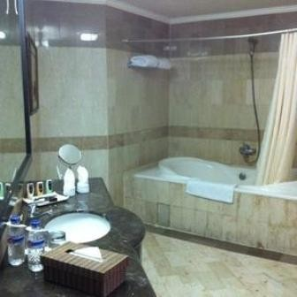Vue Palace Hotel Bathroom