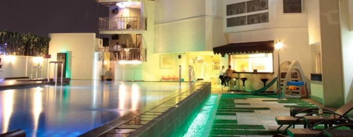 Twin Hotel Surabaya Swimming Pool