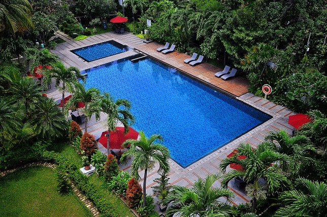 Hotel Santika Cirebon Main Pool