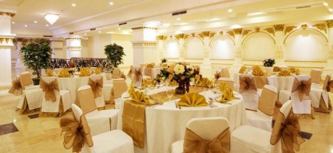 Amos Cozy Hotel Ballroom