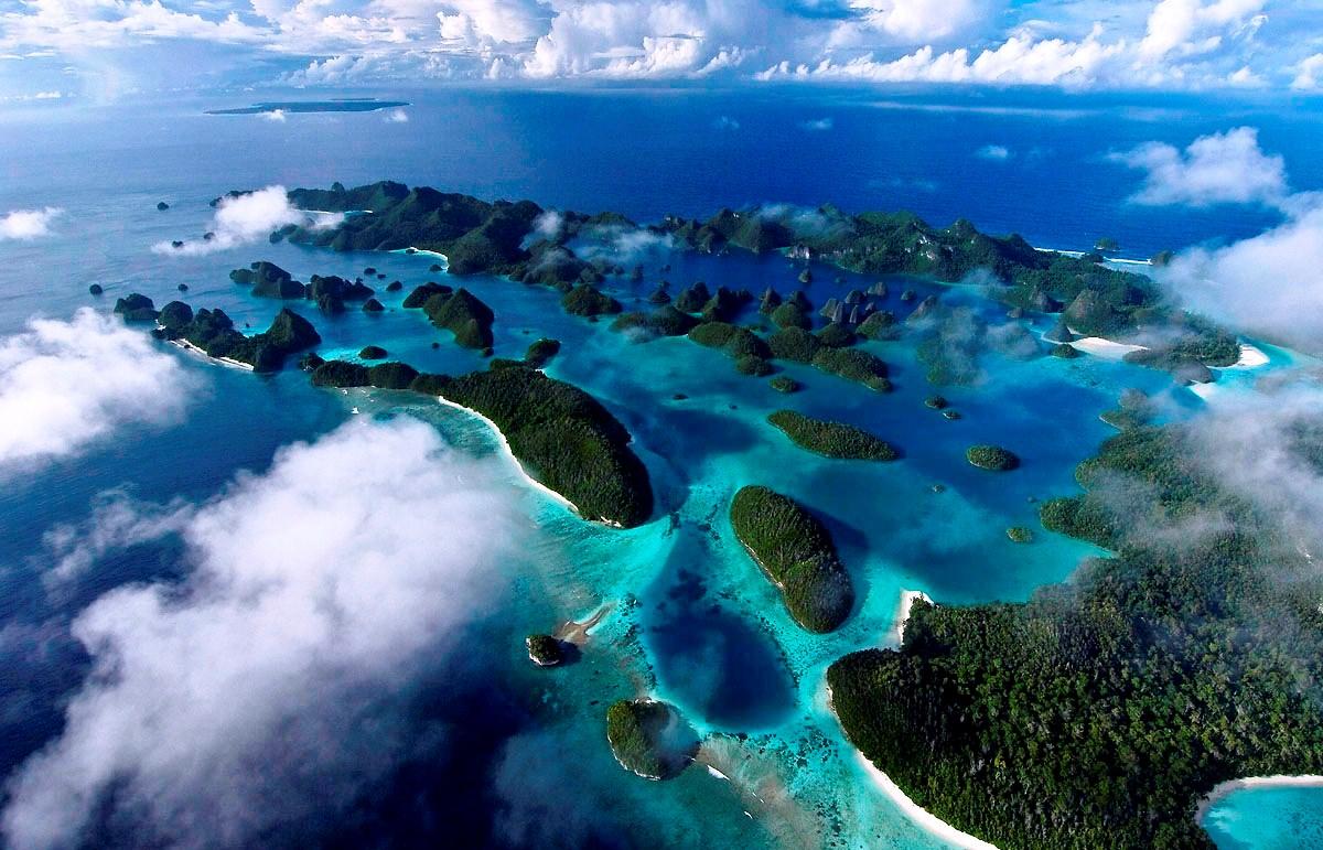Wisata Raja Ampat adalah tempat wisata di Papua yang telah mendunia Beaches in Bali; Raja Ampat archipelago Paradise