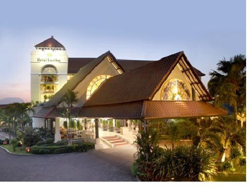 Hotel Santika Cirebon Exterior