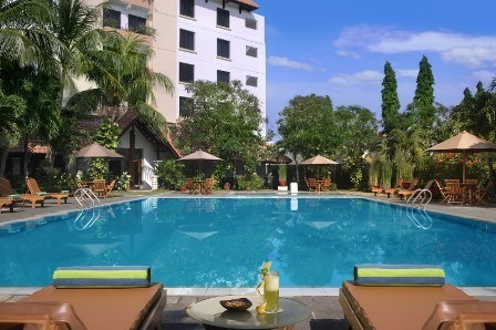 Hotel Santika Cirebon Swimming Pool