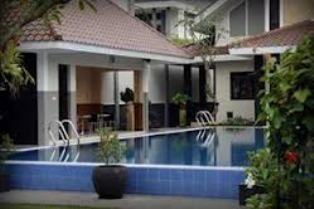 Griya Persada Hotel Swimming Pool