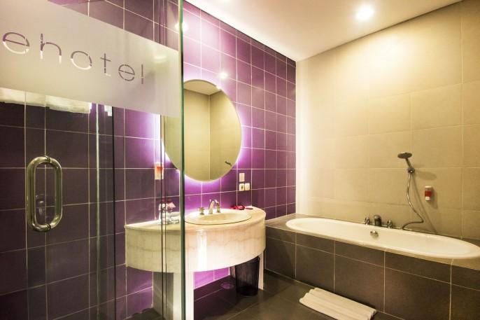 favehotel MEX Surabaya Bathroom