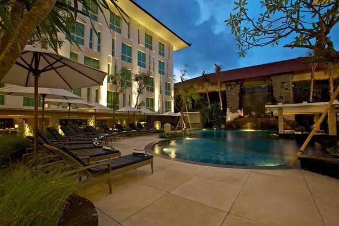 Bintang Kuta Hotel Poolside Bar