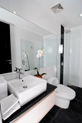 Umalas Hotel & Residence Bathroom