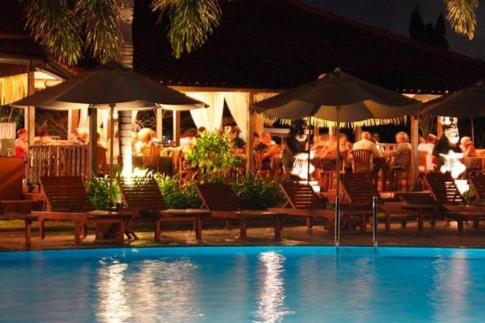 White Rose Kuta Resort, Villas & Spa Poolside Bar